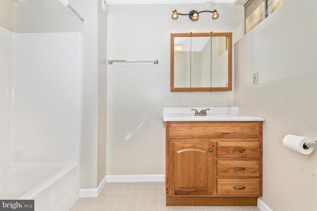 Full BATH Serves Lower Level Family Room! - 3406 FLINT HILL RD, ADAMSTOWN