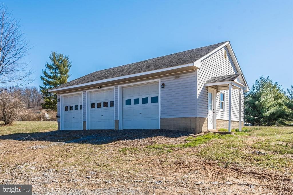 3 CAR Detached Garage with Water and Electric! - 3406 FLINT HILL RD, ADAMSTOWN