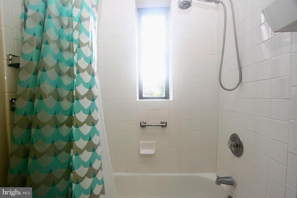 Bath - 2201 15TH ST NW #C04, WASHINGTON