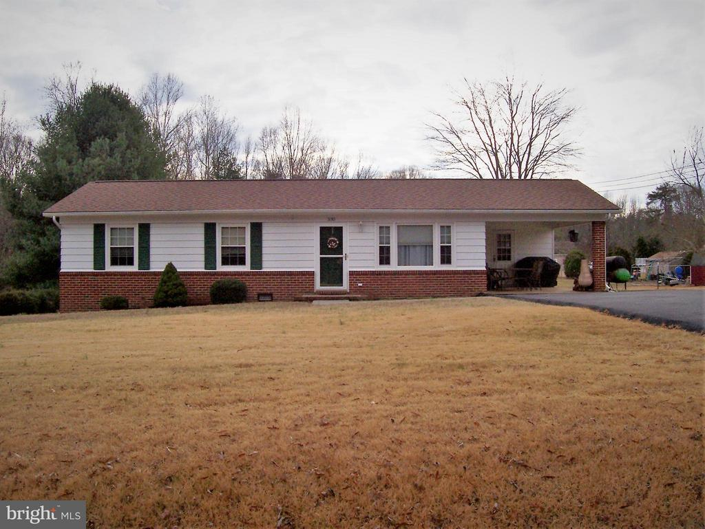 Country Living but minutes to downtown Fredbrg. - 330 CHAPEL GREEN RD, FREDERICKSBURG