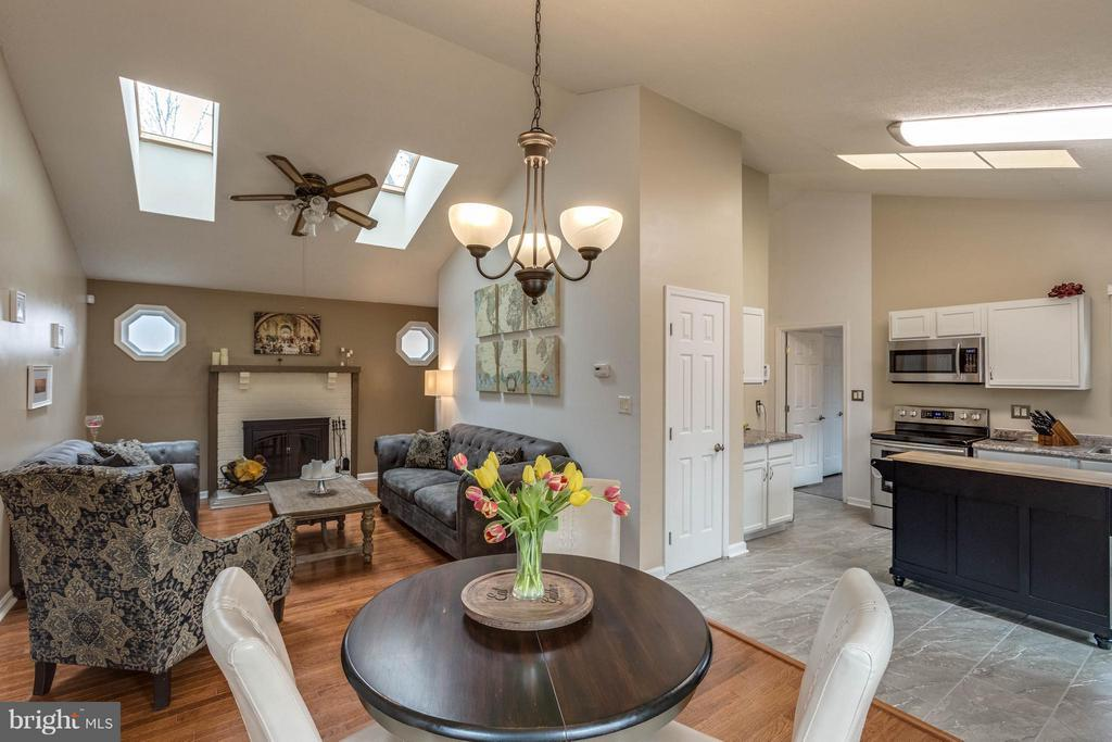 Open kitchen, dinning and living room - 21 ROSEWOOD ST, FREDERICKSBURG