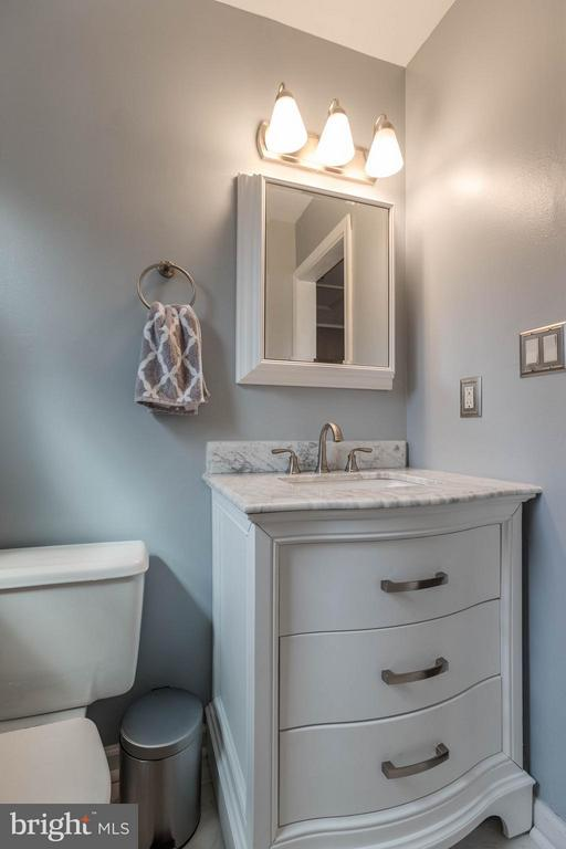 Vanity has three pull out drawers for storage - 21 ROSEWOOD ST, FREDERICKSBURG