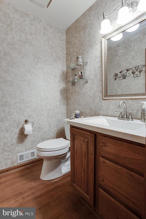 Bath - 53 KELLY WAY, STAFFORD