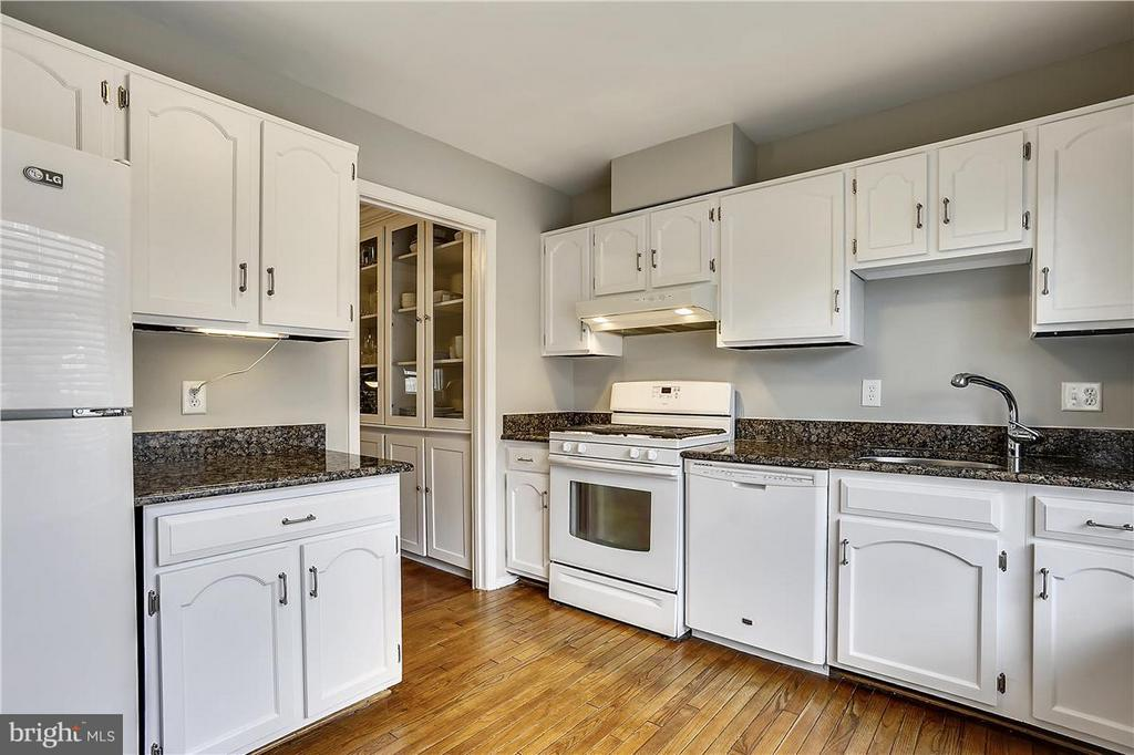 Kitchen - 5430 BROMYARD CT, BURKE
