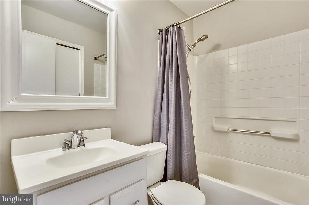 Bathroom - 5430 BROMYARD CT, BURKE
