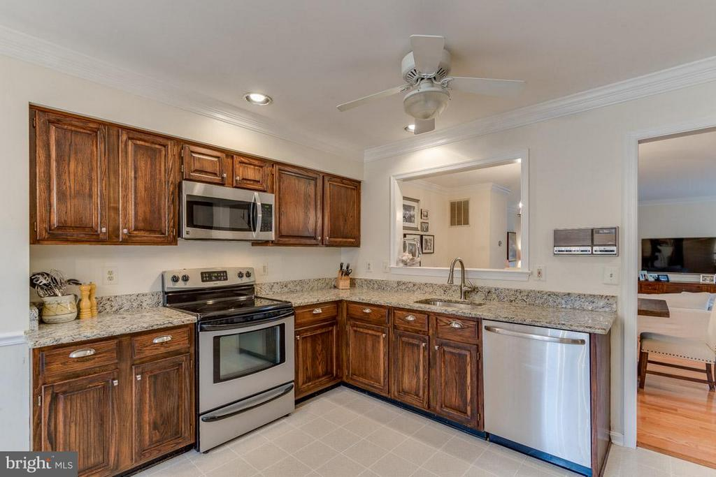 Kitchen - 11745 GREAT OWL CIR, RESTON