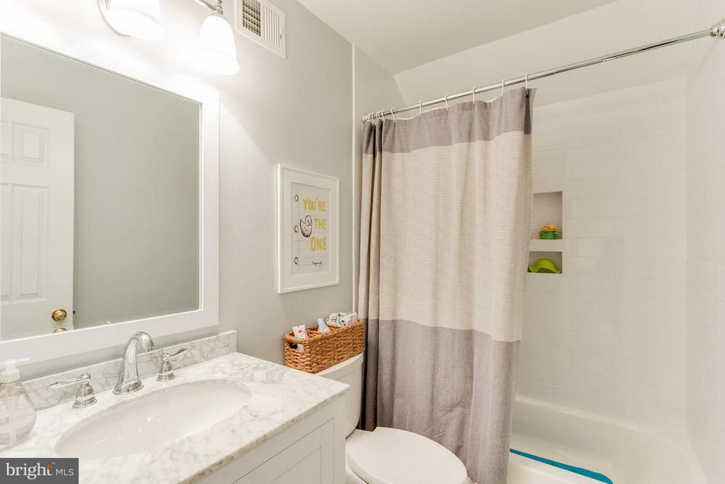 Upstairs Recently Renovated Full Hall Bathroom - 11745 GREAT OWL CIR, RESTON