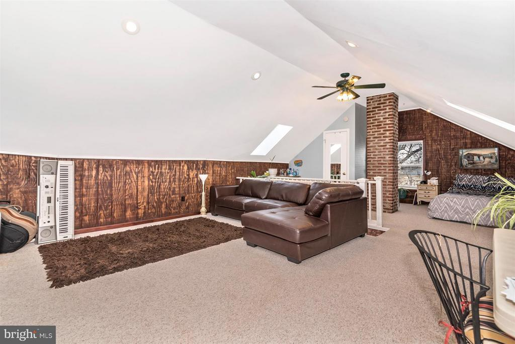 Huge Attic with high ceilings - 5639 MOUNTVILLE RD E, ADAMSTOWN
