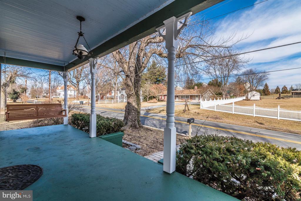 Front Porch - 5639 MOUNTVILLE RD E, ADAMSTOWN