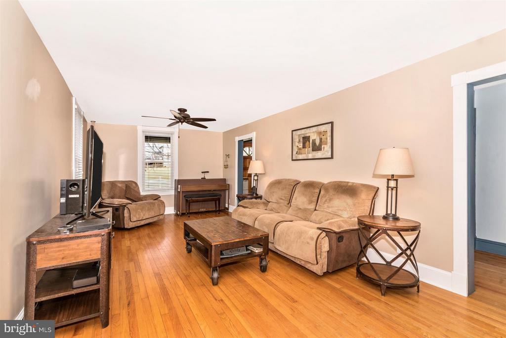 Living Room - 5639 MOUNTVILLE RD E, ADAMSTOWN
