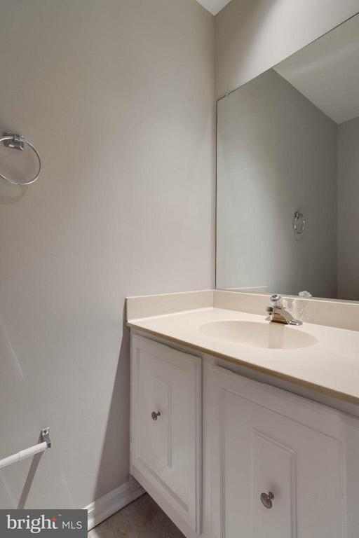 Powder Room - 11755 CRITTON CIR, WOODBRIDGE