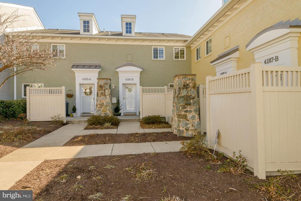 WELCOME HOME! - 4185 FOUR MILE RUN DR #B, ARLINGTON