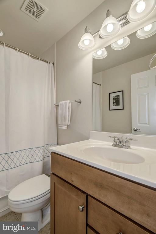 FULL BATHROOM #2 - 4185 FOUR MILE RUN DR #B, ARLINGTON
