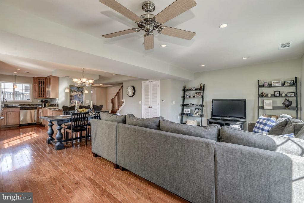 LIVING ROOM - OVERHEAD CEILING FAN! - 4185 FOUR MILE RUN DR #B, ARLINGTON