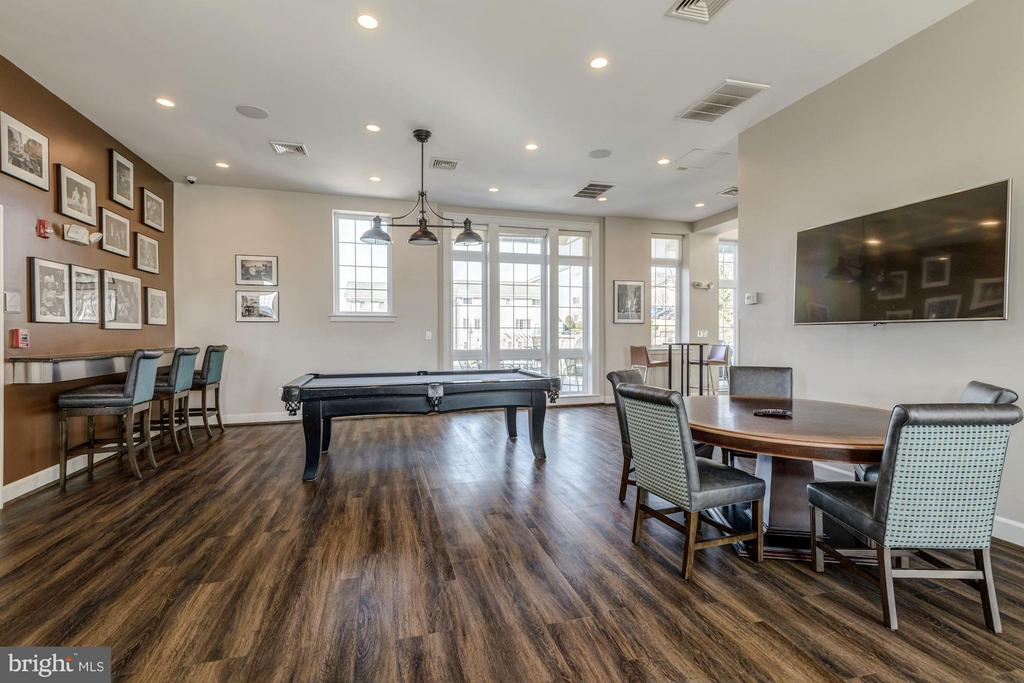 COMMUNITY CLUB ROOM with POOL TABLE and TVs! - 4185 FOUR MILE RUN DR #B, ARLINGTON