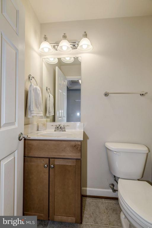 HALF BATHROOM on MAIN LEVEL of HOME! - 4185 FOUR MILE RUN DR #B, ARLINGTON