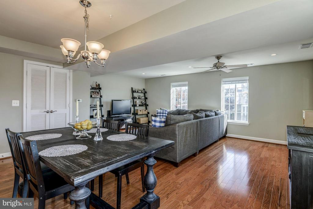 DINING ROOM for MORE FORMAL DINING OPTIONS! - 4185 FOUR MILE RUN DR #B, ARLINGTON