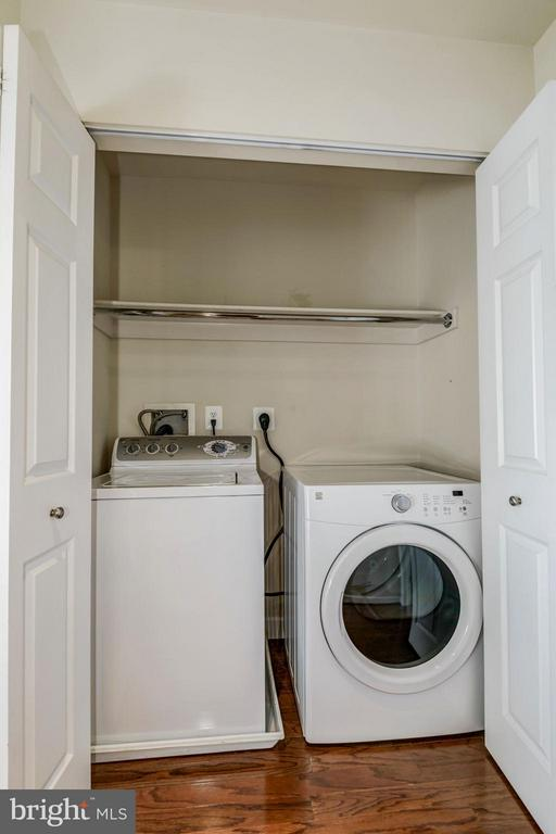 SEPARATE LAUNDRY RM - LOCATED ON UPPER LVL of HOME - 4185 FOUR MILE RUN DR #B, ARLINGTON