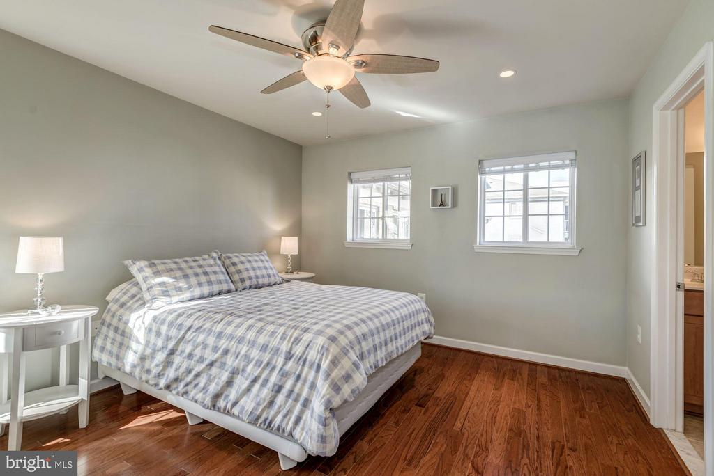MASTER BEDROOM - HARDWOOD FLOORS, OVERHEAD LIGHTS! - 4185 FOUR MILE RUN DR #B, ARLINGTON