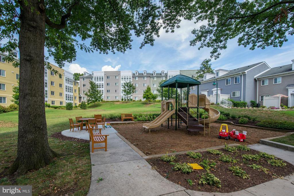 PLAYGROUND - LOCATED RIGHT OUT FRONT OF HOME! - 4185 FOUR MILE RUN DR #B, ARLINGTON