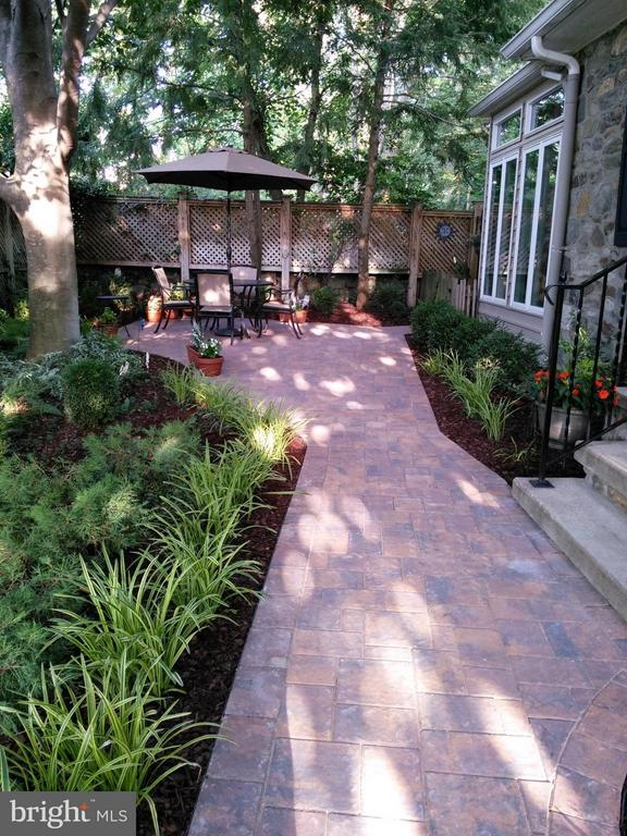 Paver Walkway to 1st Patio - 225 MARKET ST, LEESBURG