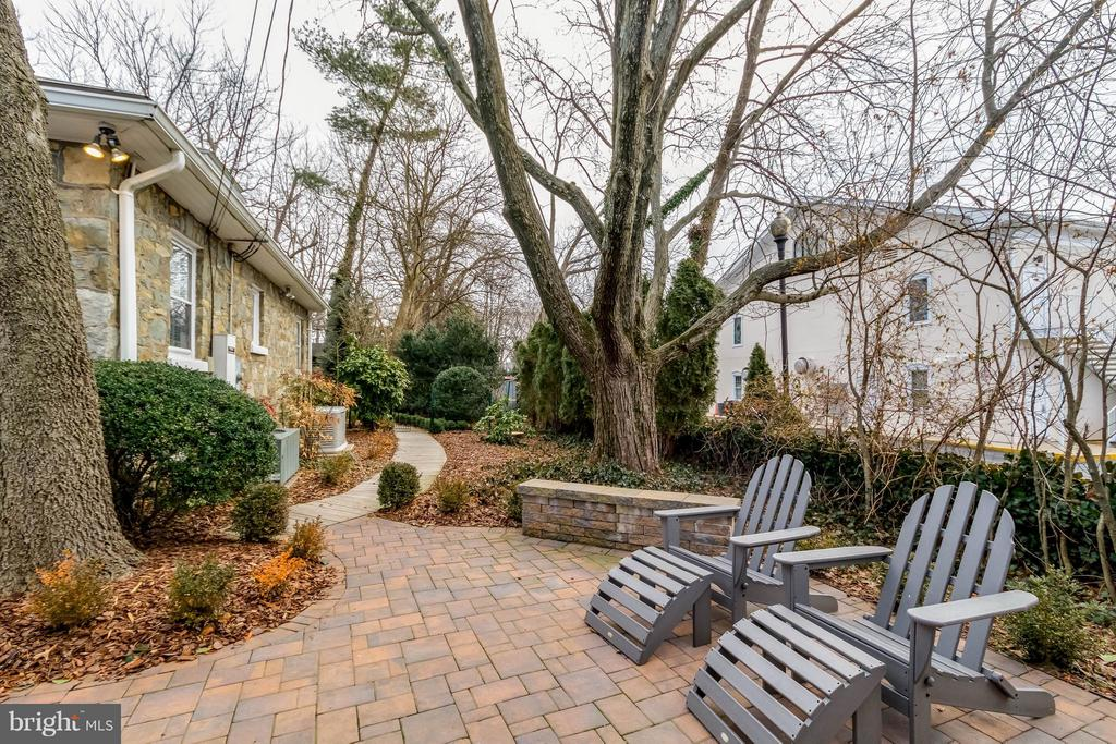 2nd Paver Patio with Built-in Seating - 225 MARKET ST, LEESBURG