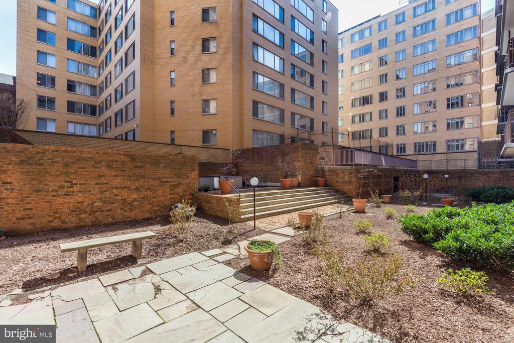 Central Courtyard - 1718 P ST NW #806, WASHINGTON