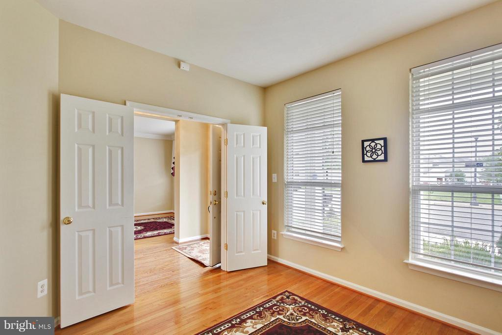 Library  on main level with hardwood floors - 9336 SUMNER LAKE BLVD, MANASSAS