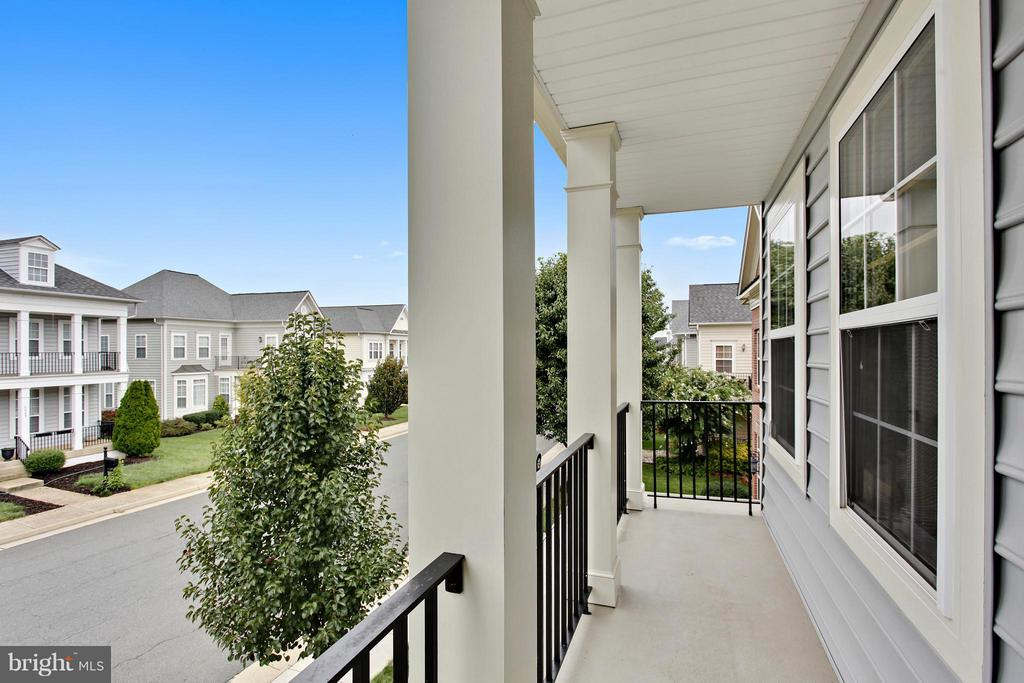 front double porches - 9336 SUMNER LAKE BLVD, MANASSAS