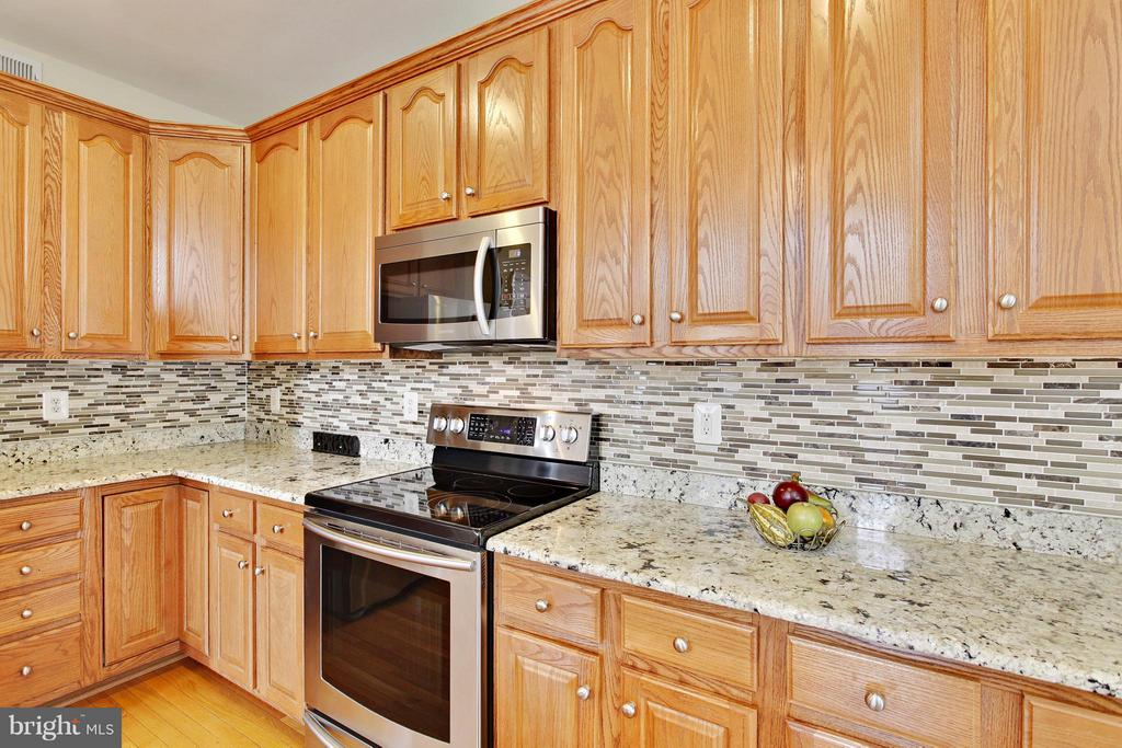 Updated stainless steel appliances - 9336 SUMNER LAKE BLVD, MANASSAS