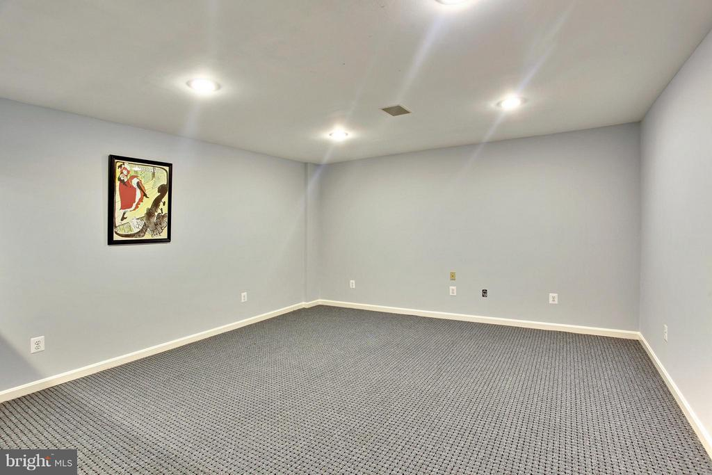 Exercise room in basement - 9336 SUMNER LAKE BLVD, MANASSAS