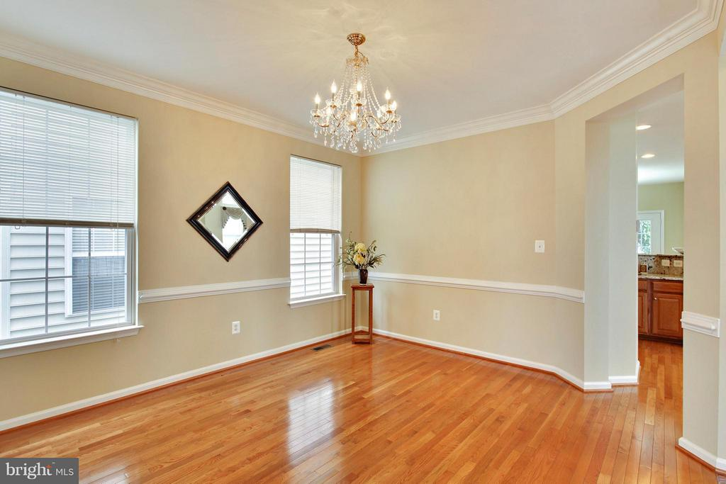 Dinning room with hardwood floors - 9336 SUMNER LAKE BLVD, MANASSAS