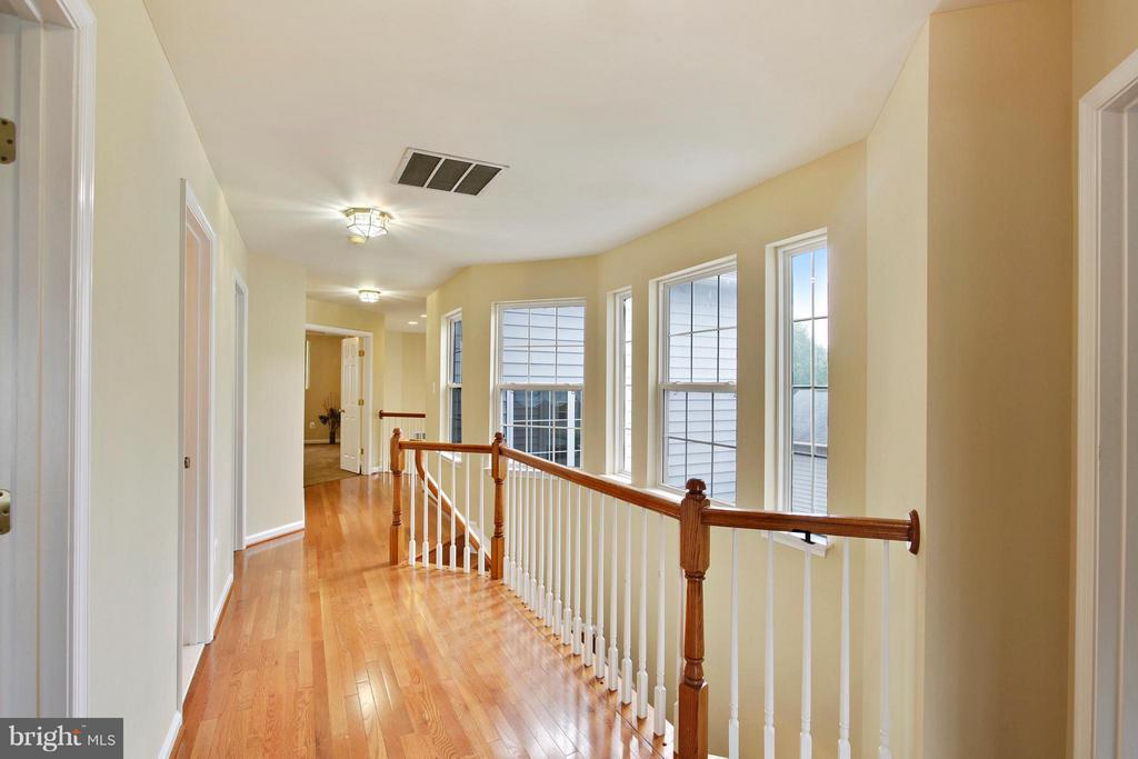 Upstairs hallway with brand new hardwood floors - 9336 SUMNER LAKE BLVD, MANASSAS