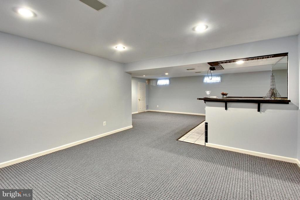 Great room with built in Bar - 9336 SUMNER LAKE BLVD, MANASSAS