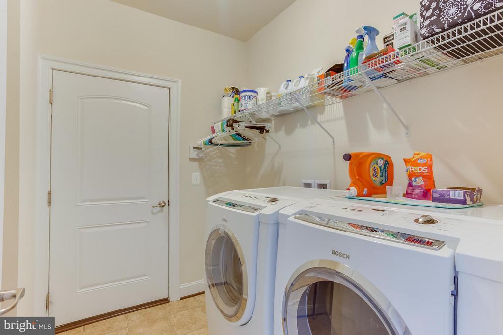 Laundry/Mud Room off Garage - 5819 E CARNIFEX FERRY RD, FREDERICKSBURG