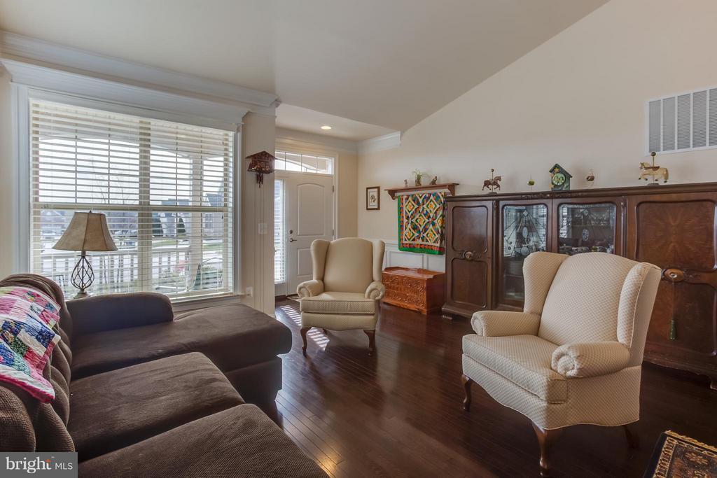 Living Room - 5819 E CARNIFEX FERRY RD, FREDERICKSBURG