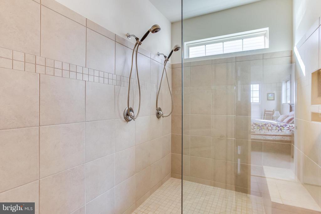 Large Walk In Shower - 5819 E CARNIFEX FERRY RD, FREDERICKSBURG