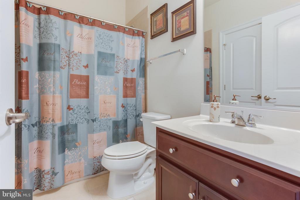 Full Bathroom Adjacent to Bedroom 2 - 5819 E CARNIFEX FERRY RD, FREDERICKSBURG