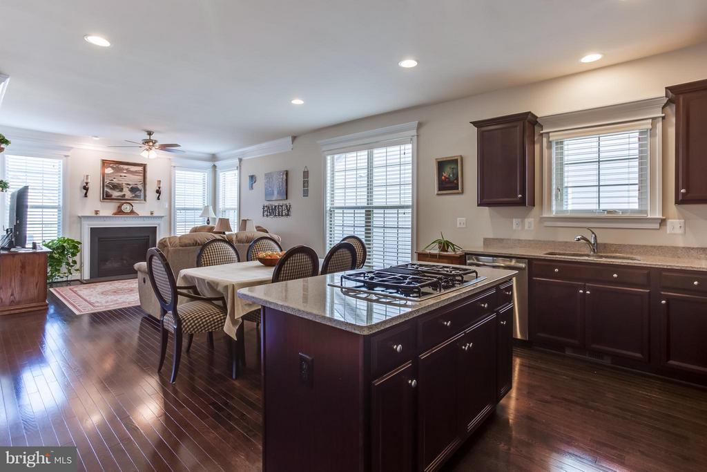 Oak/Coffee Bean hardwood floors - 5819 E CARNIFEX FERRY RD, FREDERICKSBURG