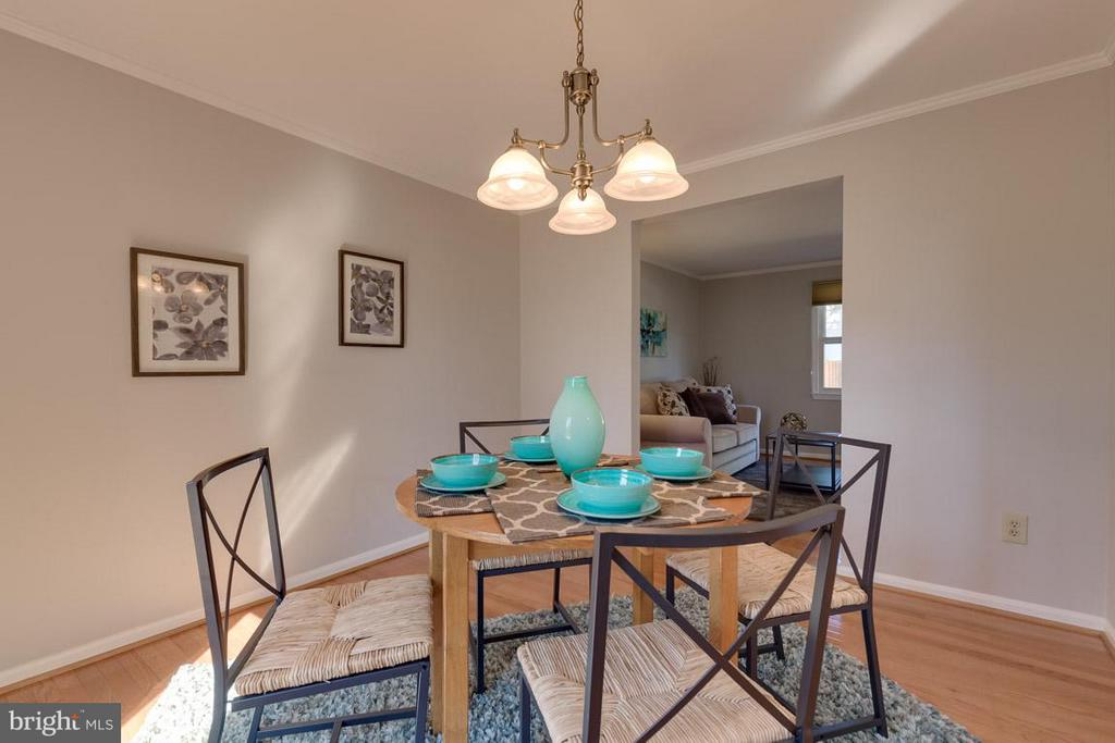 Spacious dining room great for entertaining. - 9027 PINEY GROVE DR, FAIRFAX