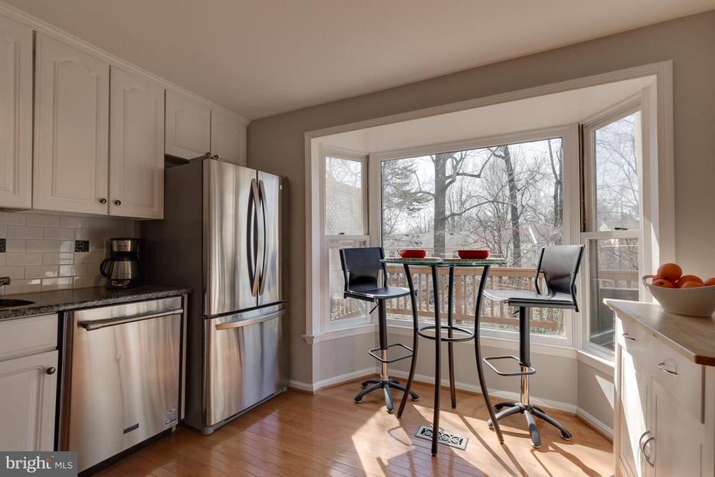 Bay window overlooks greenspace - 9027 PINEY GROVE DR, FAIRFAX