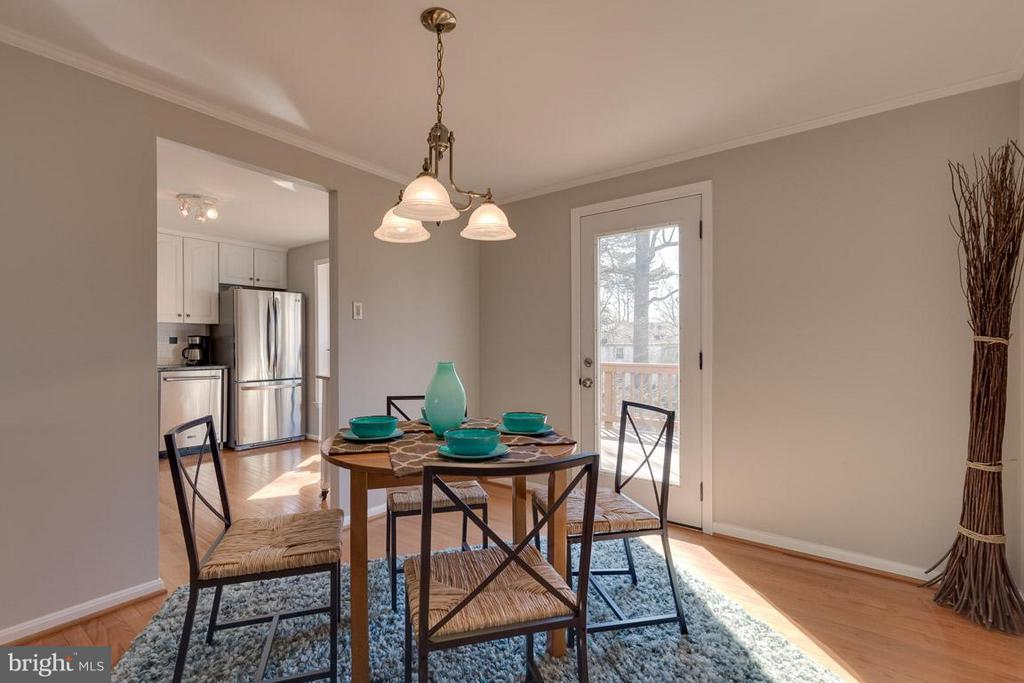 Dining Room opens to 2nd level full deck - 9027 PINEY GROVE DR, FAIRFAX