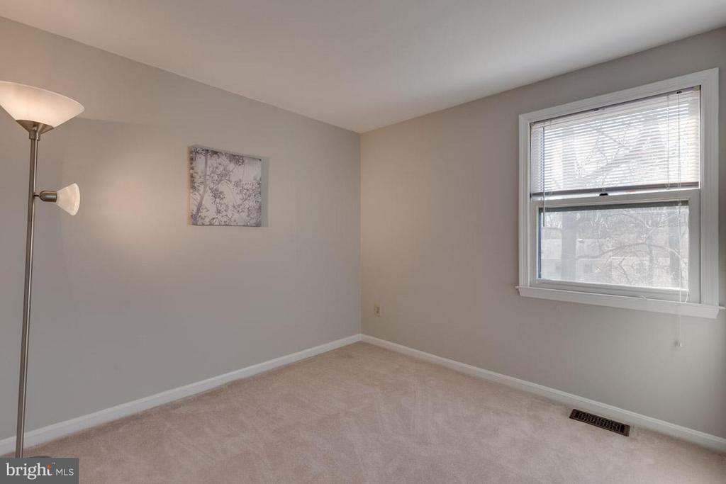 Spacious 2nd bedroom - 9027 PINEY GROVE DR, FAIRFAX