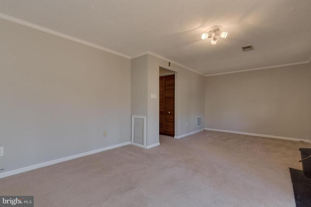 Use as one big room or break into two. - 9027 PINEY GROVE DR, FAIRFAX