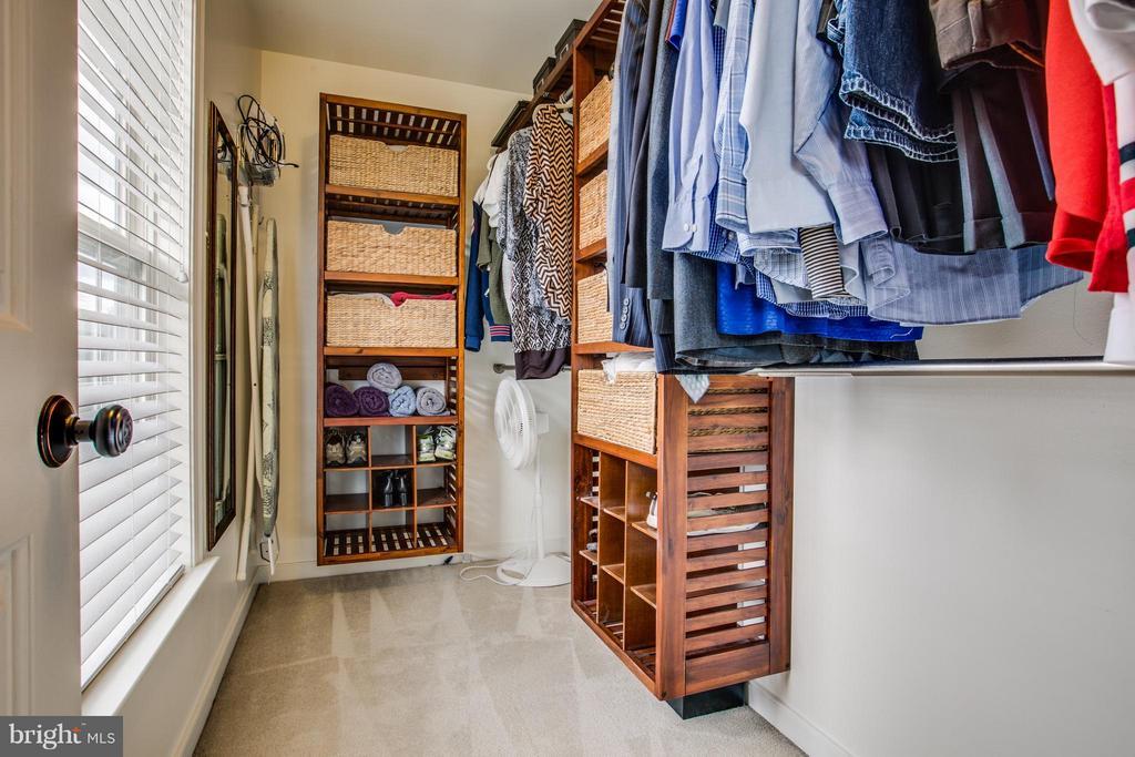 View Master walk-in closet - 5925 GLEN EAGLES DR, FREDERICKSBURG