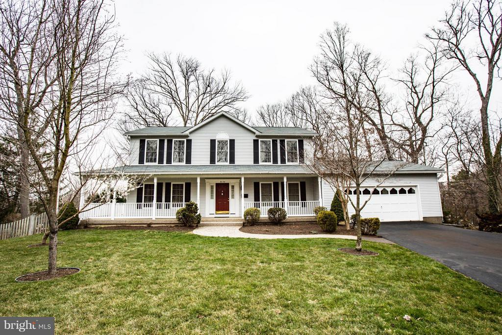 Custom Colonial with Gorgeous Landscaping - 9134 LEGHORN PL, FAIRFAX