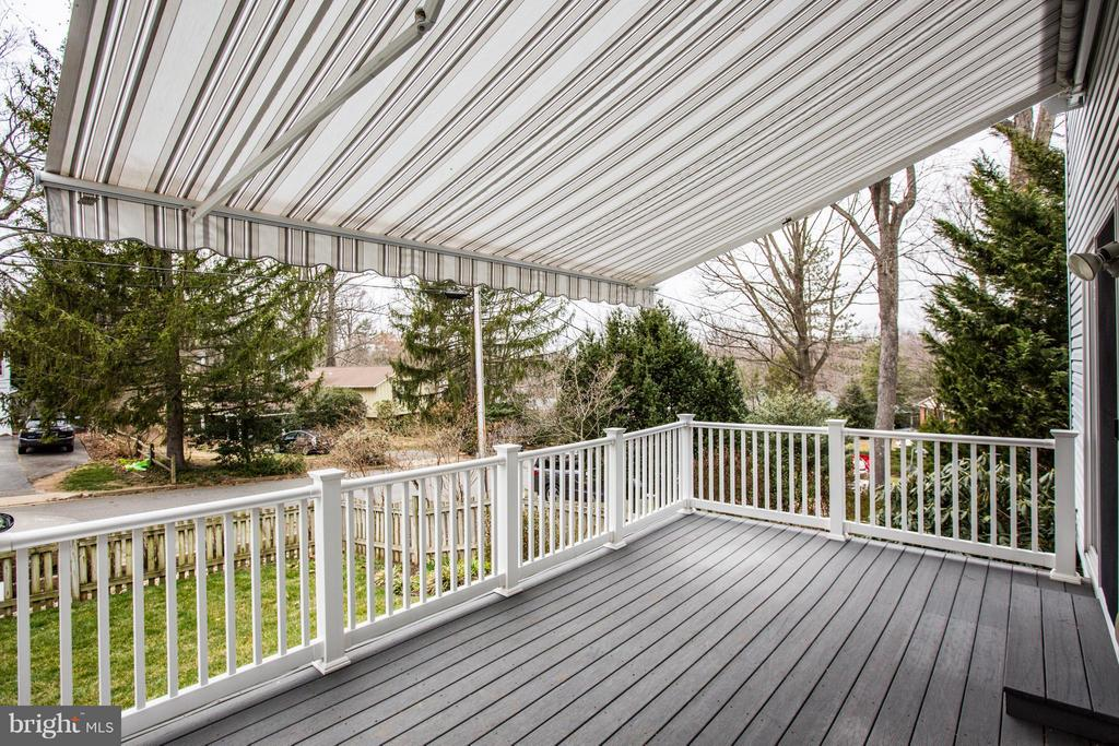Retractable Awning on side porch - 9134 LEGHORN PL, FAIRFAX