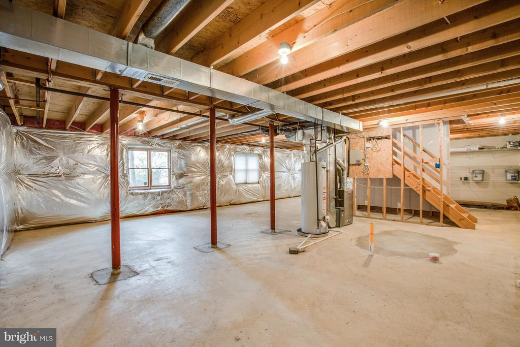 Blank canvas for another 1120 SqFt of living space - 9134 LEGHORN PL, FAIRFAX