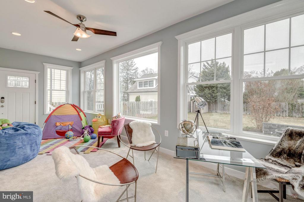 Enclosed Sunroom with Heat, AC and Fans - 232 CLEVELAND ST N, ARLINGTON