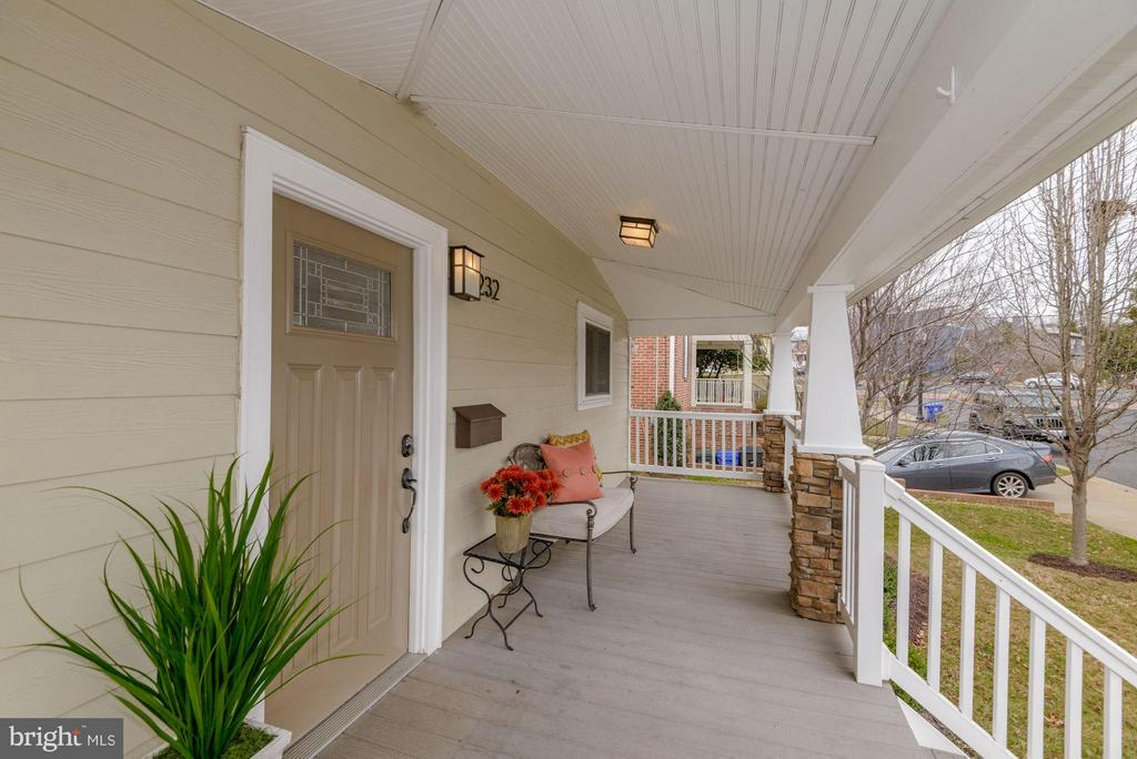 Charming Porch - 232 CLEVELAND ST N, ARLINGTON